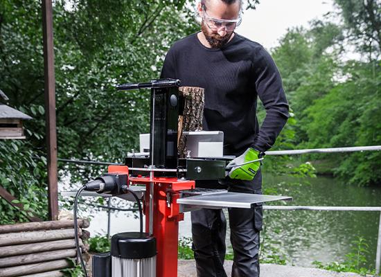 Wood splitter | AL-KO wood support on splitting table