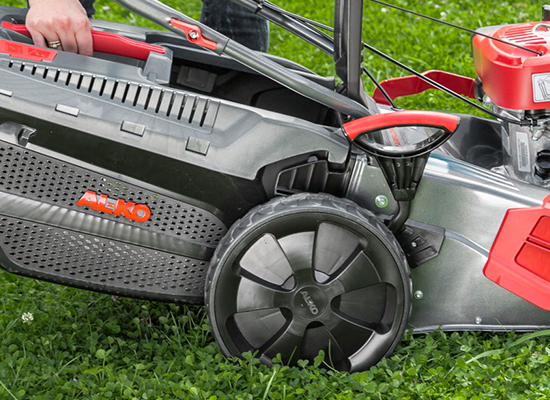 Lawnmowers | AL-KO Easy insertion and removal of the grass box